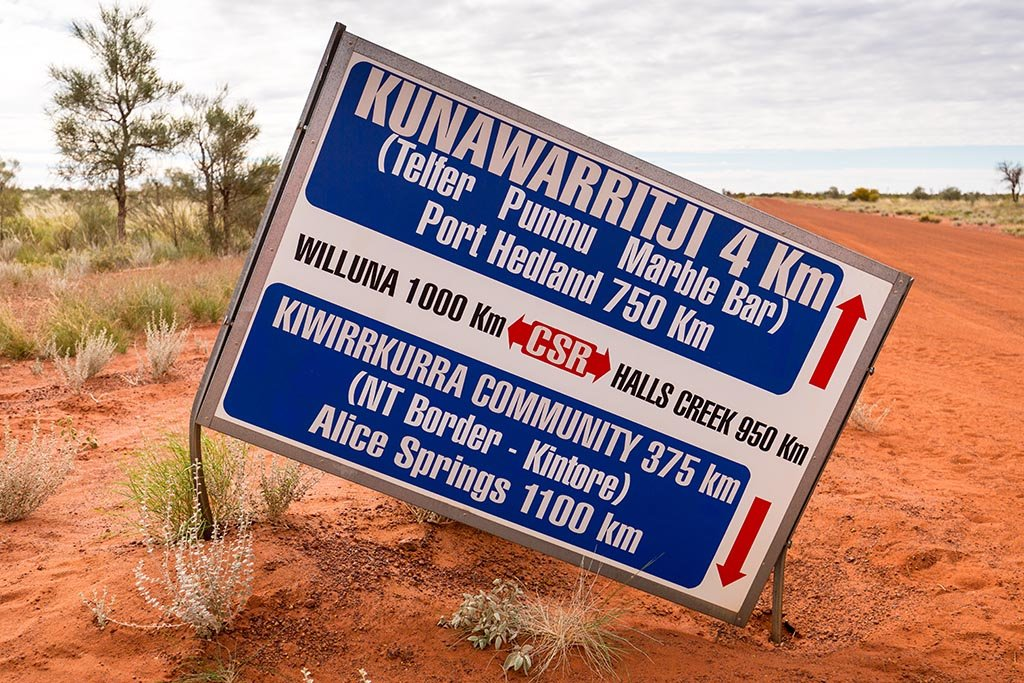 Sign for the community and fuel at Kunawarritji