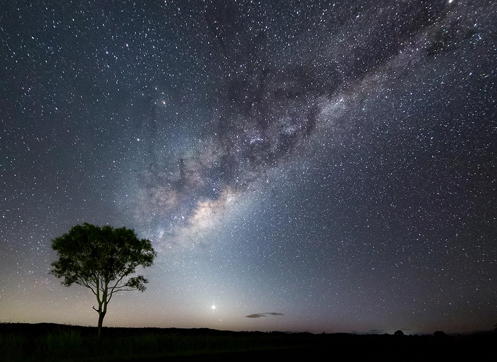 Milky Way stretching across the sky with Venus shining brightly ASTROPHOTOGRAPHY FOR BEGINNERS