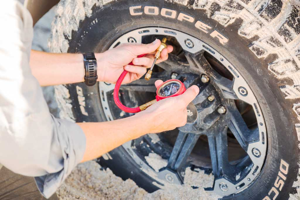 Using an ARB E-Z Deflator to lower tyre pressure