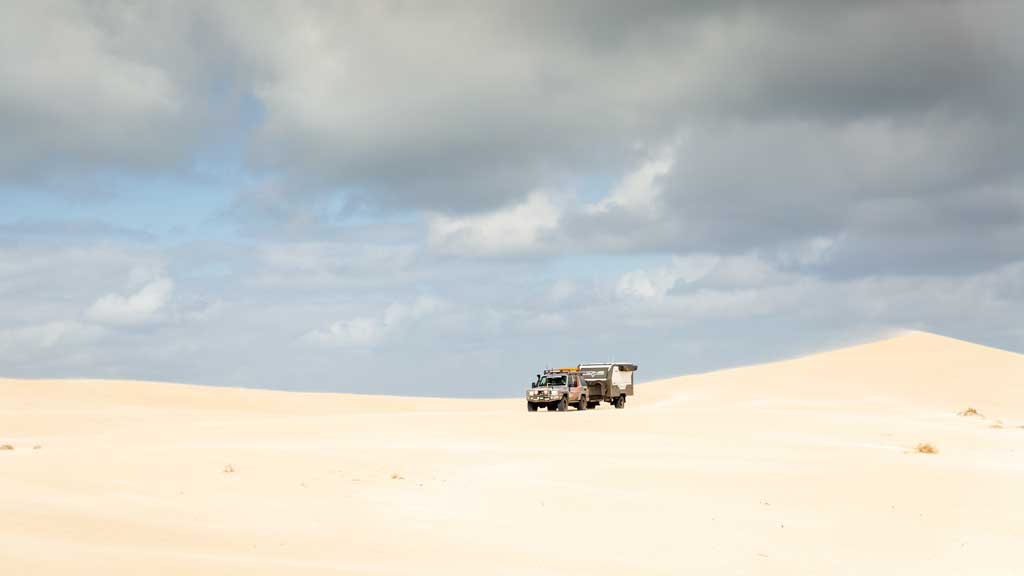 4wd driving on the sand - how to drive on sand