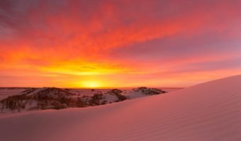 Spectacular sunrise with sand dunes in the foreground - 6 tips to improve your landscape photography