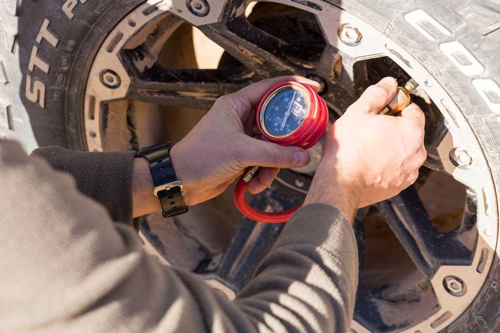 Reducing tyre pressure - 4WD Tracks South Australia Strzelecki Track