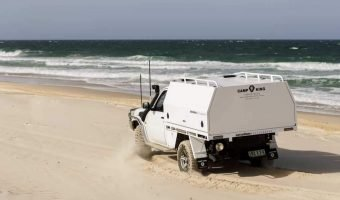 4wd turning on the beach