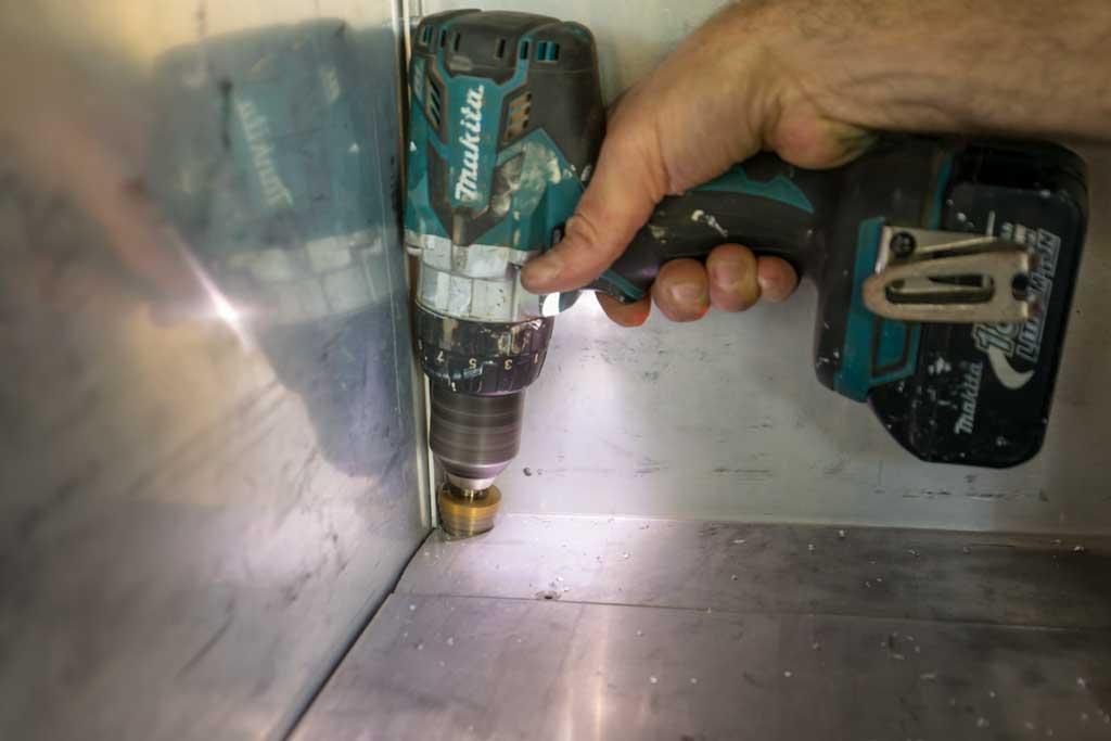 Drilling hole in aluminium plate