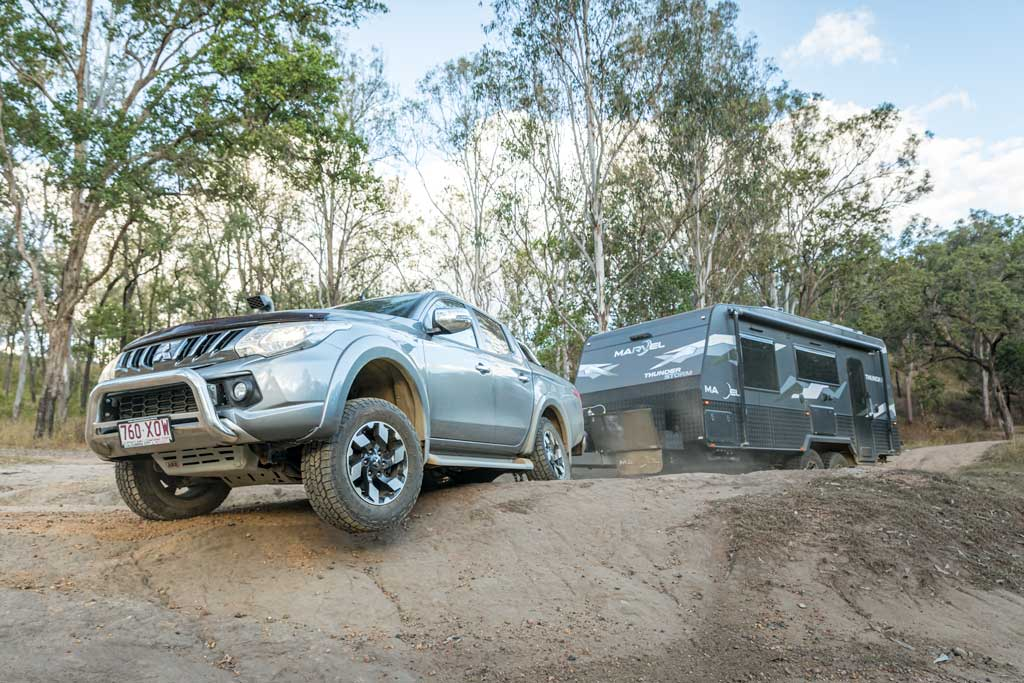 4wd towing caravan in offroad situation